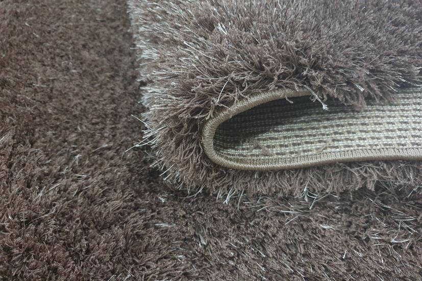 Sợi thảm trang trí được dệt trực tiếp lên đế thảm, tạo độ bền và an toàn cho người sử dụng