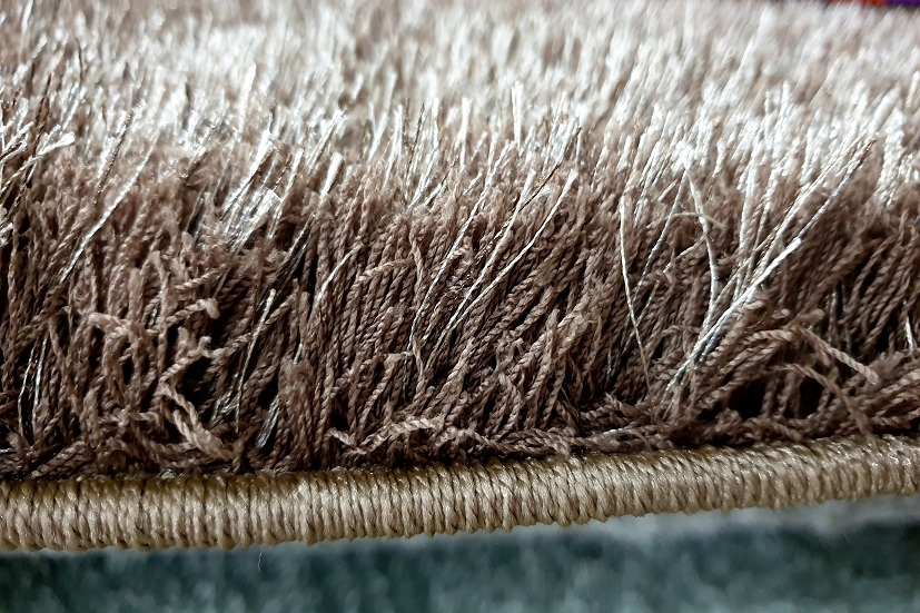 Chất liệu thảm dệt nên những sợi thảm rất bền, sự khác biệt lớn so với Thảm trang trí của Trung Quốc