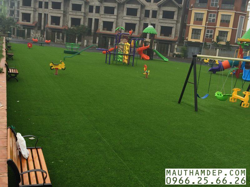 Thảm cỏ nhân tạo cho Sân chơi của Trẻ em do Công ty TNHH TM & XD Tân Uy Vũ thi công, hoàn thiện